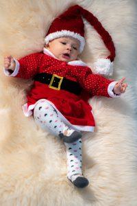 Kinderfotografie: Baby als tanzender Nikolaus